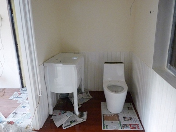 small-vintage-restroom-review (12)