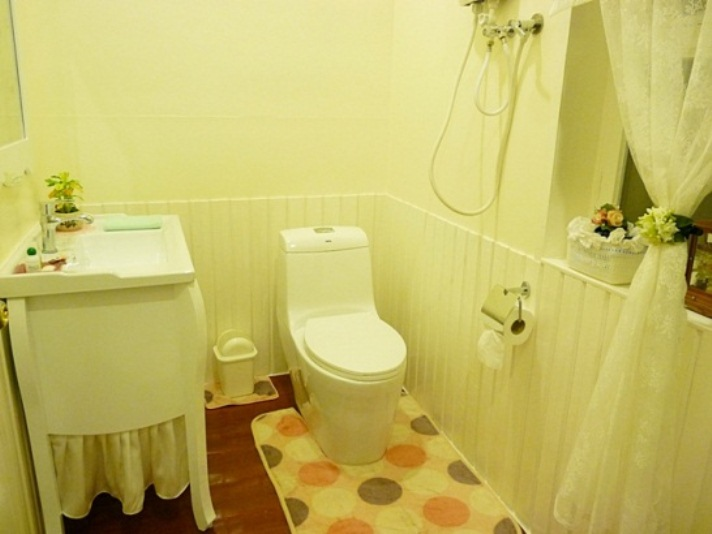 small-vintage-restroom-review (16)