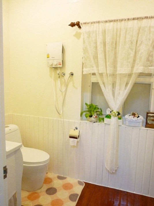 small-vintage-restroom-review (17)