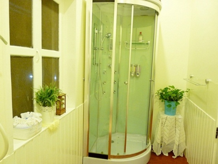 small-vintage-restroom-review (19)