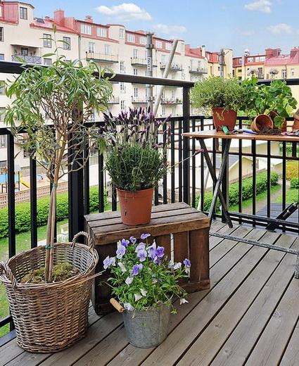 small wooden balcony ideas (5)