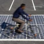 """สุดยอด!! นวัตกรรมเปลี่ยนพื้นถนนให้กลายเป็น """"แผงโซลาร์เซลล์"""" พลังงานสะอาดแห่งยุคอนาคต"""