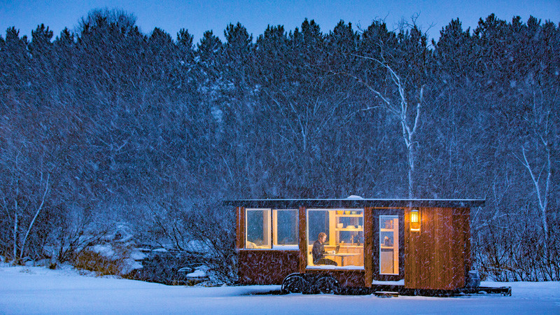 tiny-house-that-mixes-contemporary-design-and-comfort (5)