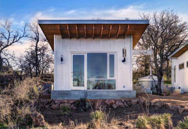 tiny house with materials of wood and galvanized sheet (10)