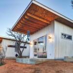 บ้านโมเดิร์นขนาดเล็ก ออกแบบด้วยวัสดุจากไม้และสังกะสี ภายในแบบล็อฟท์สไตล์