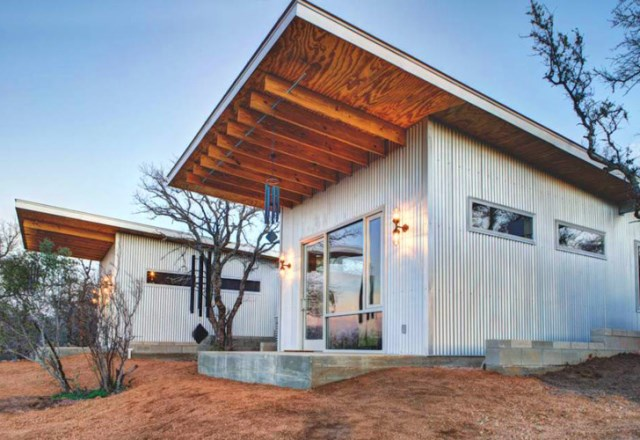 tiny house with materials of wood and galvanized sheet (11)
