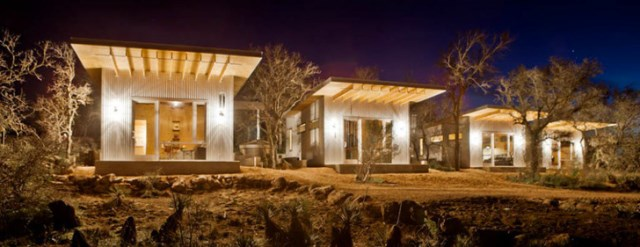 tiny house with materials of wood and galvanized sheet (2)