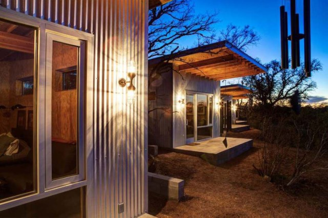 tiny house with materials of wood and galvanized sheet (3)