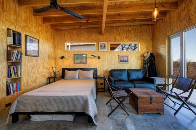 tiny house with materials of wood and galvanized sheet (4)