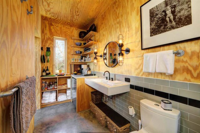 tiny house with materials of wood and galvanized sheet (9)