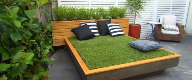 wood-pallet-grass-daybed-diy (1)