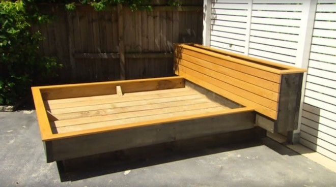 wood-pallet-grass-daybed-diy (3)