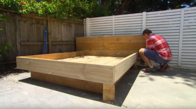 wood-pallet-grass-daybed-diy (4)