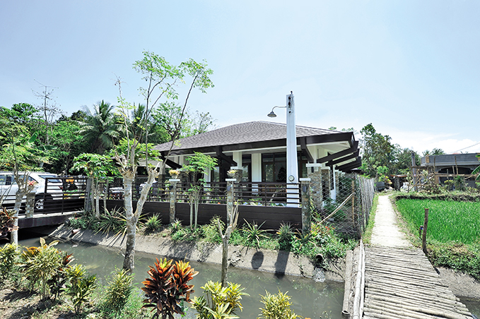 1 storey contemporary tropical house (12)
