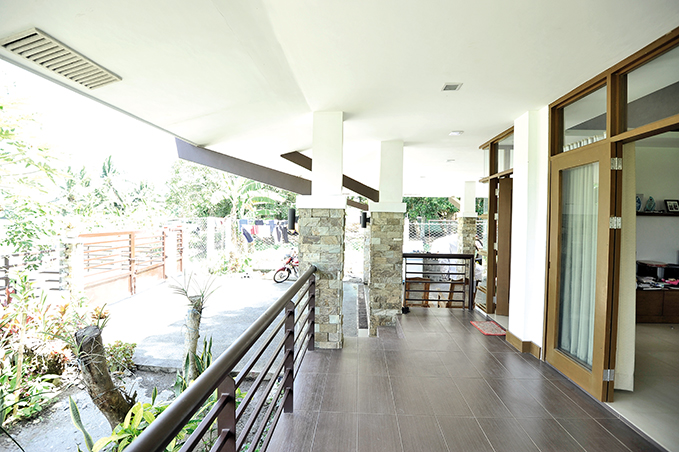 1 storey contemporary tropical house (3)