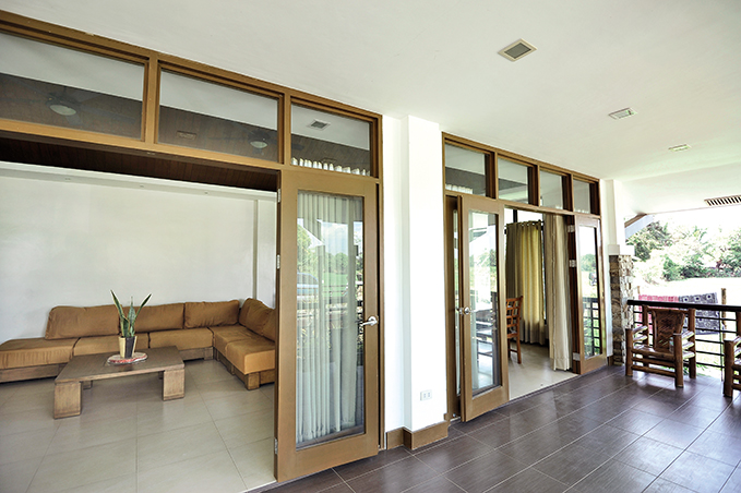 1 storey contemporary tropical house (4)