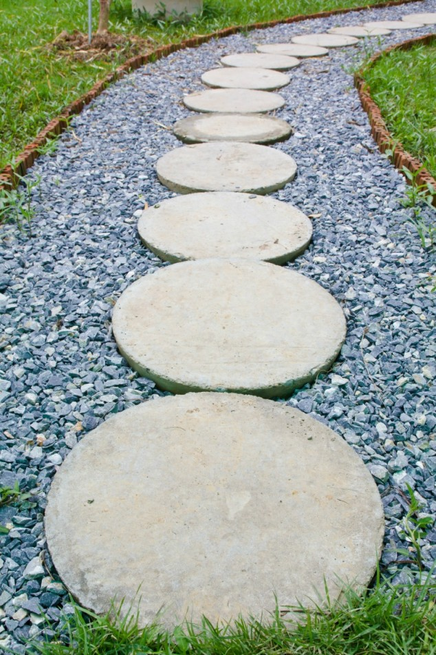 15 creative round stepping path ideas for garden (10)