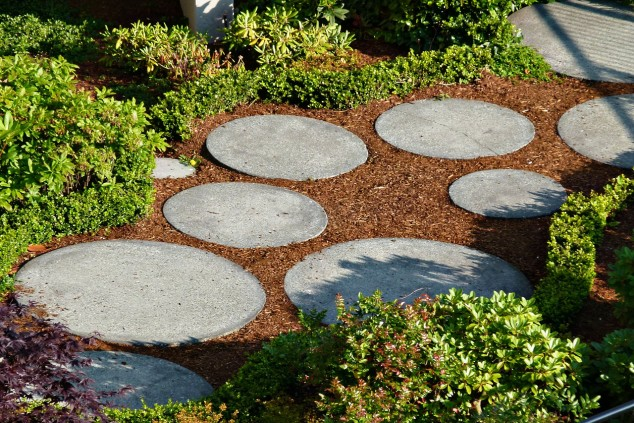 15 creative round stepping path ideas for garden (12)