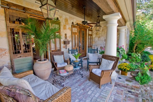 16-welcoming-colorful-porch-designs (1)