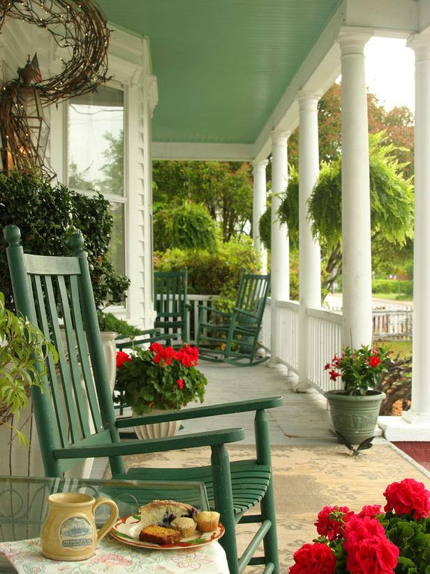 16-welcoming-colorful-porch-designs (13)