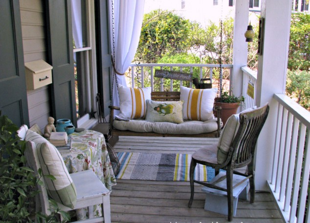 16-welcoming-colorful-porch-designs (4)