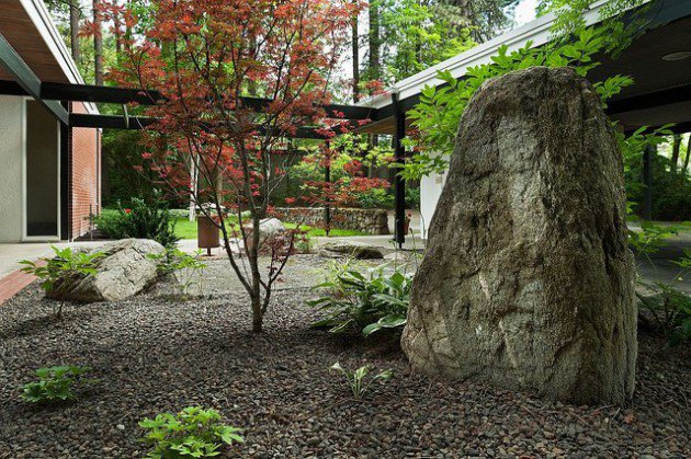 17 ideas-for-decorating-your-exterior-with-boulders (3)