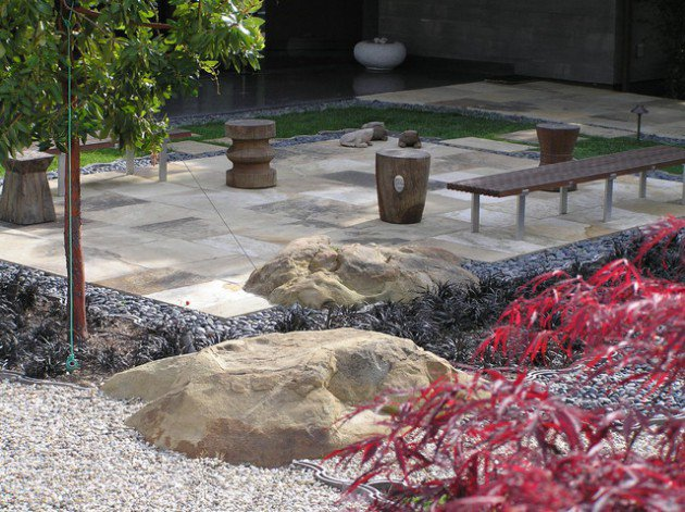 17 ideas-for-decorating-your-exterior-with-boulders (5)