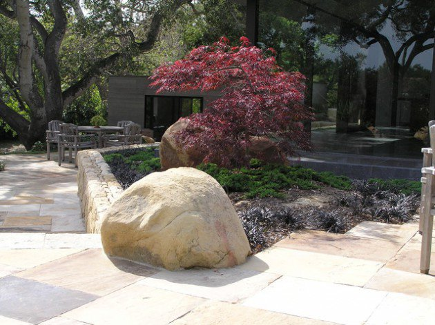 17 ideas-for-decorating-your-exterior-with-boulders (9)