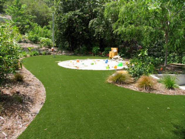 17-kids-friendly-backyards (12)