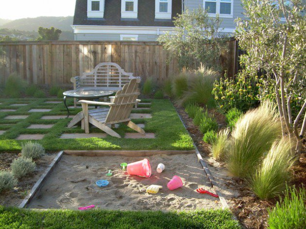 17-kids-friendly-backyards (3)