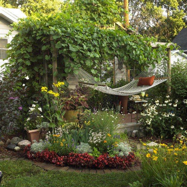 17-lively-shabby-chic-garden-designs (10)