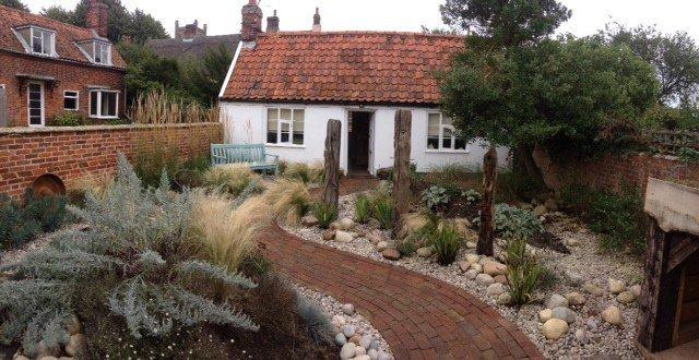 17-lively-shabby-chic-garden-designs (13)