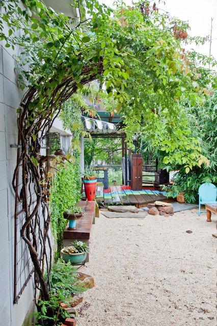 17-lively-shabby-chic-garden-designs (8)
