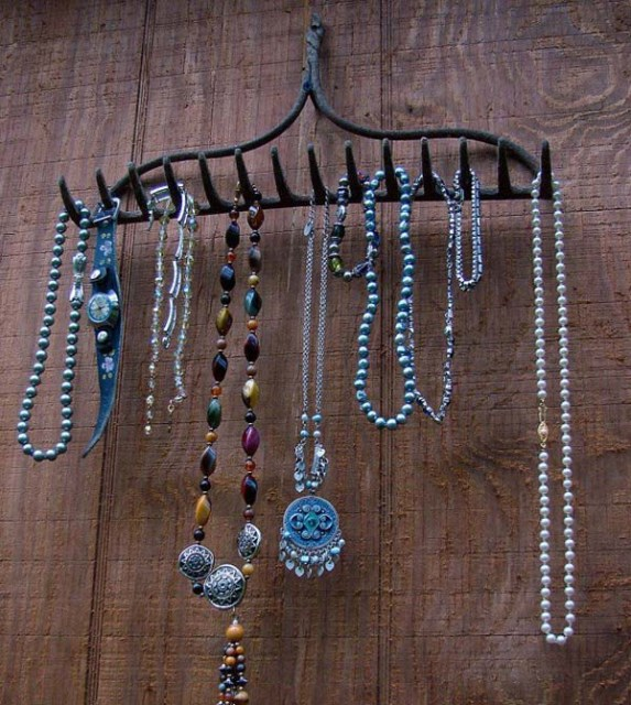 19 diy hanging jewelry (12)