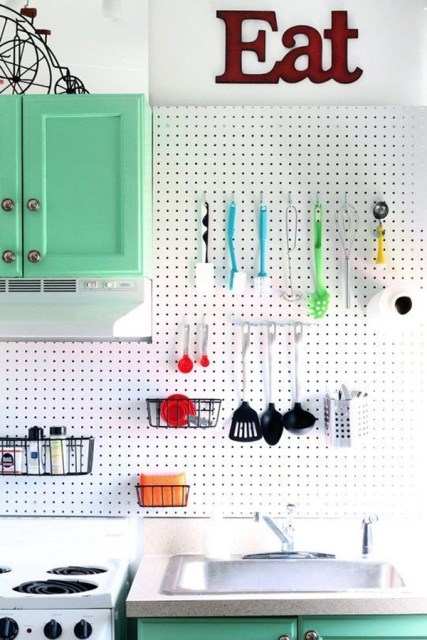 20 pegboard ideas to organize room (11)
