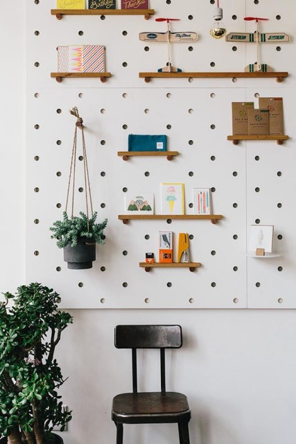 20 pegboard ideas to organize room (3)