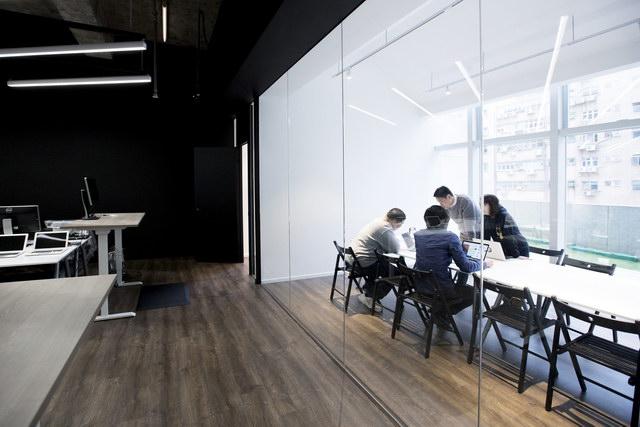 9gag-office-hongkongg (11)