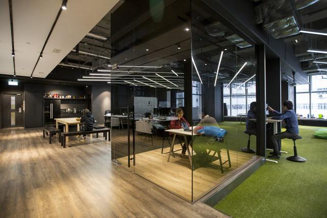 9gag-office-hongkongg (16)