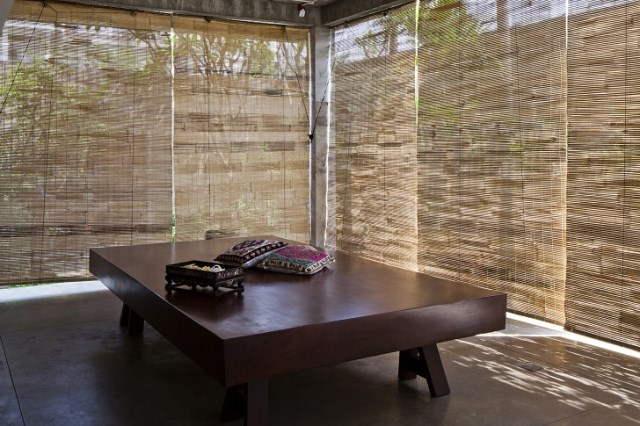 Contemporary home tropical Materials wood and cement (12)