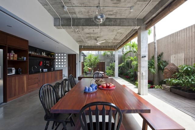 Contemporary home tropical Materials wood and cement (9)