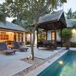 บ้านร่วมสมัย ออกแบบให้ได้อารมณ์แบบรีสอร์ท มาพร้อมสระว่ายน้ำ และพื้นที่สังสรรค์กลางแจ้ง