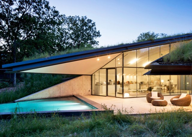 Glass House with swimming pool (2)