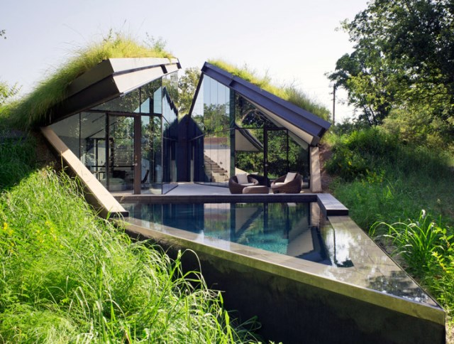 Glass House with swimming pool (4)