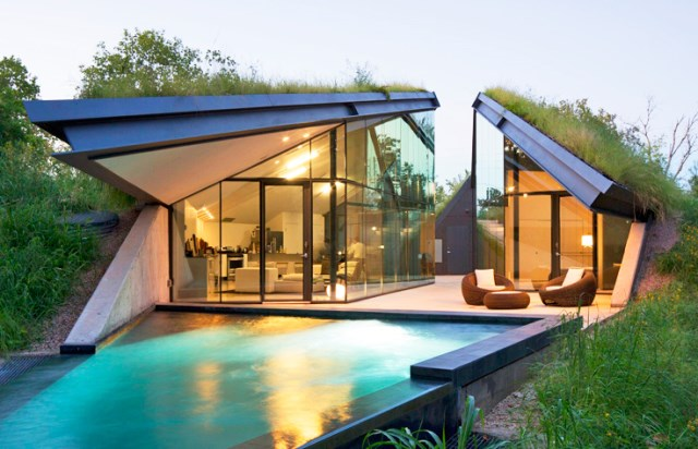 Glass House with swimming pool (6)