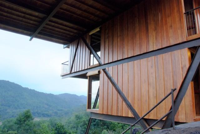 Hillside villa cabins style (6)