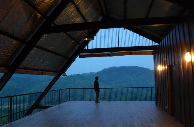 Hillside villa cabins style (7)