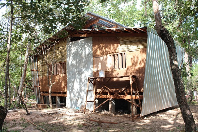 Modern Eco style Decorated with wood and galvanized sheet (2)