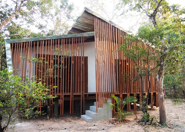 Modern Eco style Decorated with wood and galvanized sheet (4)
