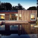 บ้านตากอากาศโมเดิร์น ตกแต่งสวยงามด้วยคอนกรีต มาพร้อมสวนสวยและสระว่ายน้ำ