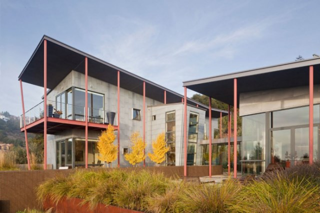 Modern house With modern garden (1)